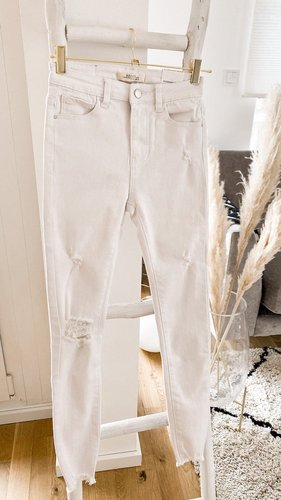 White destroyed Jeans