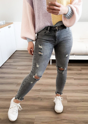 Grey destroyed Jeans
